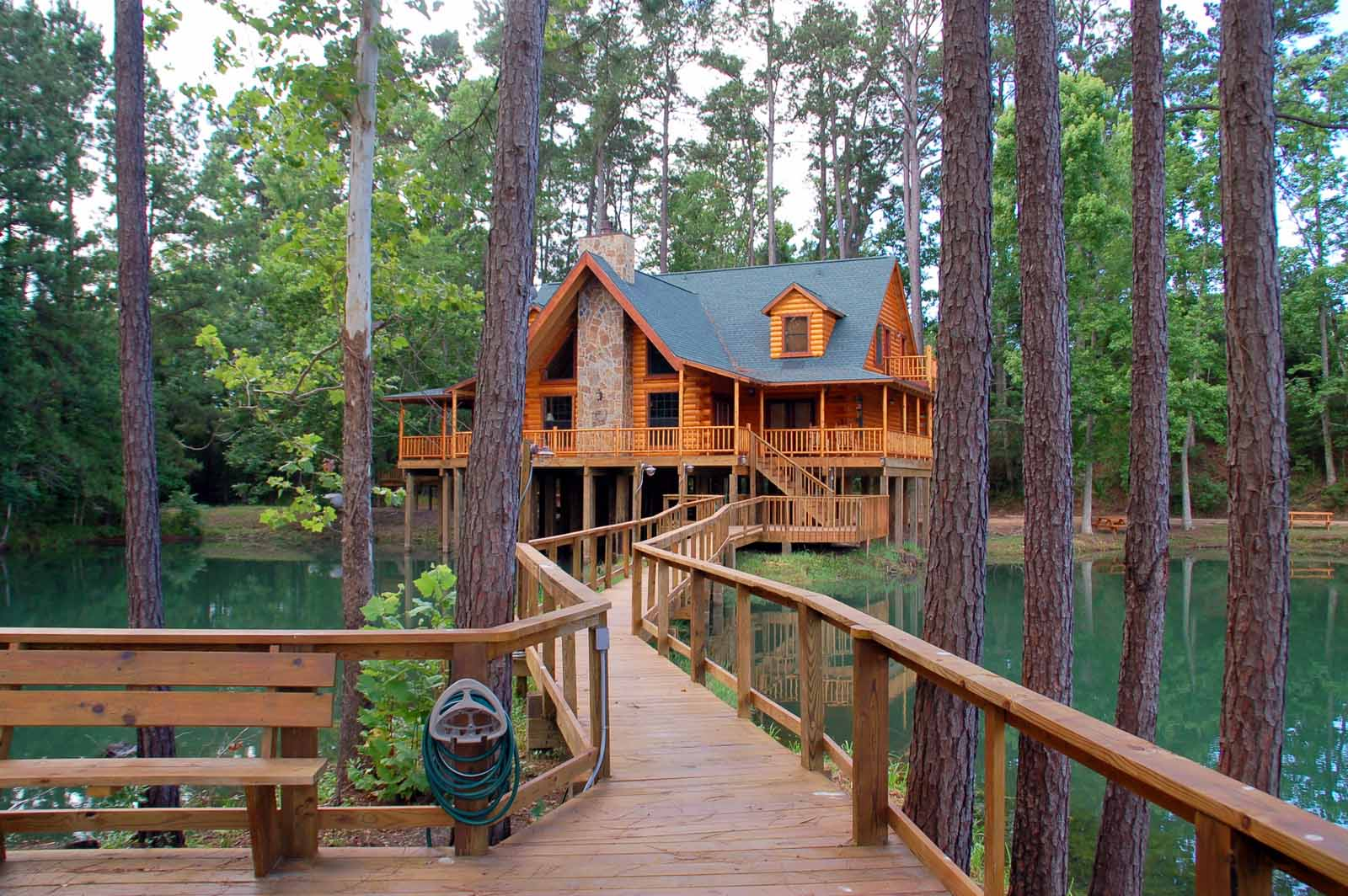 The retreat at artesian lakes log cabin rentals on the Texas cabins in the woods