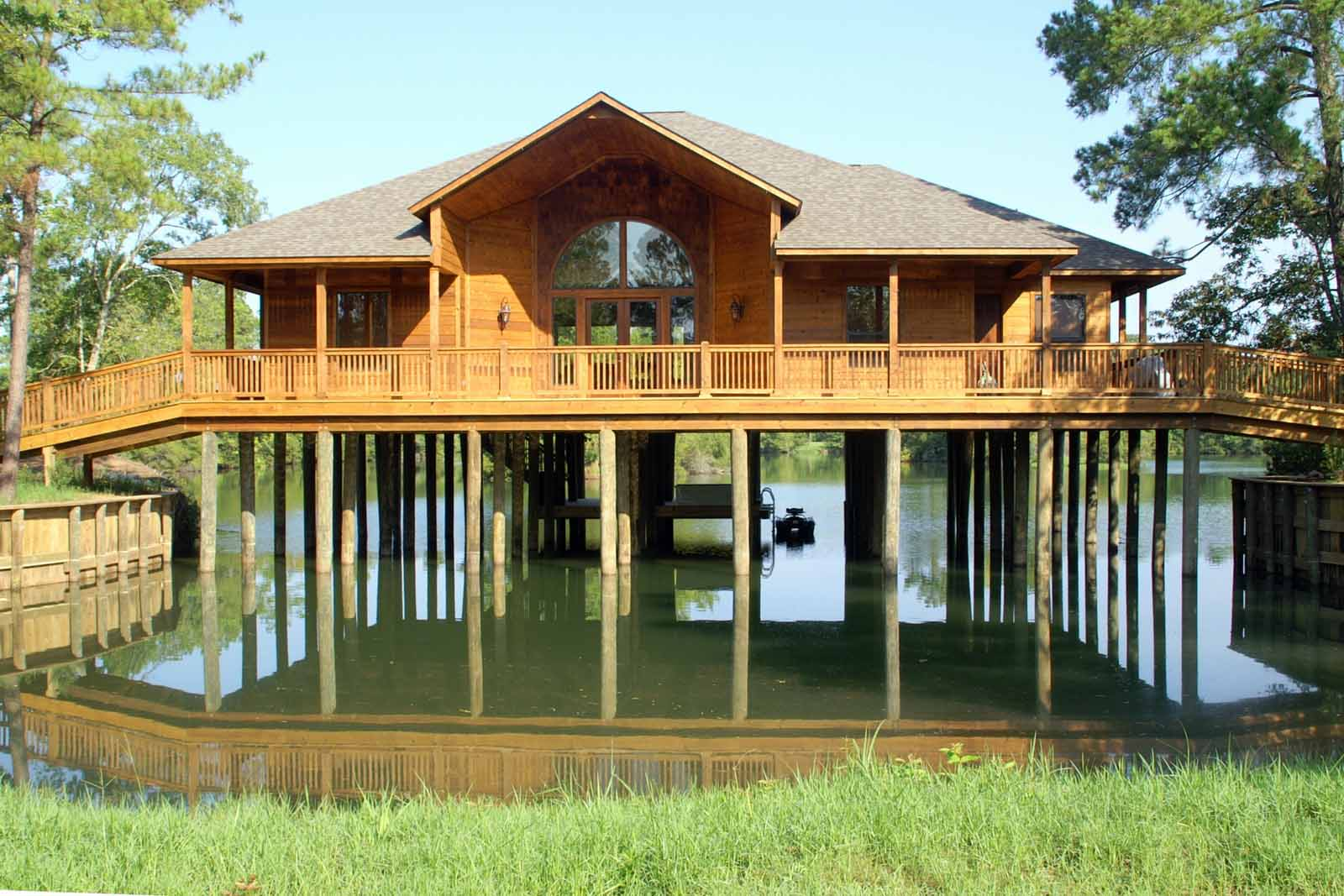 Lake house the retreat at artesian lakes for Building a lake house